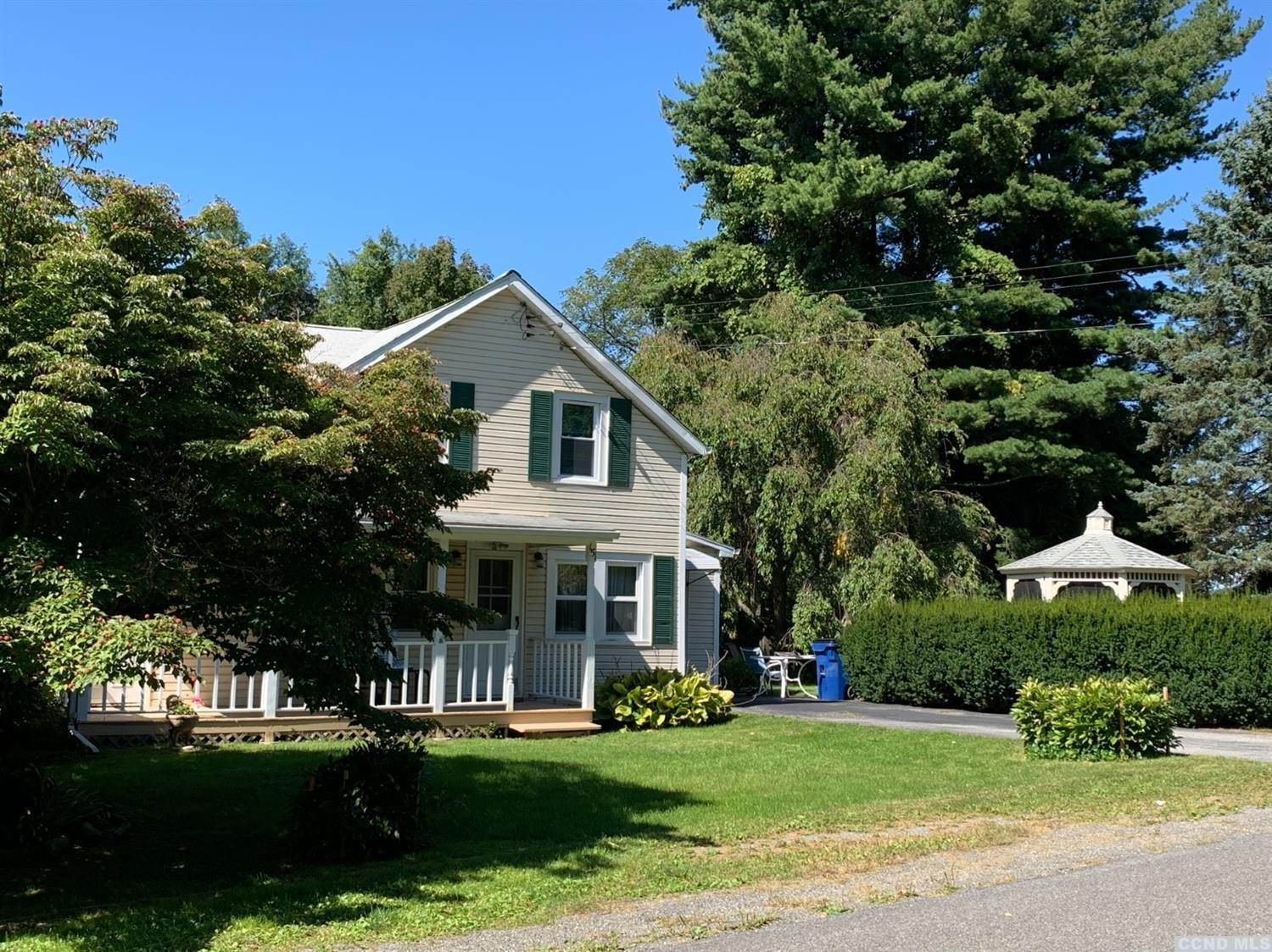 Single Family Homes pour l Vente à 151 E Ancram Road Ancram, New York 12502 États-Unis