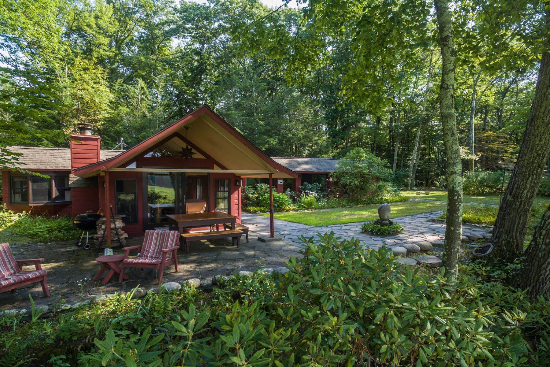 10. Single Family Homes for Sale at Panoramic Views of the Catskill High Peaks 14 Honk Lake Road N Napanoch, New York 12458 United States