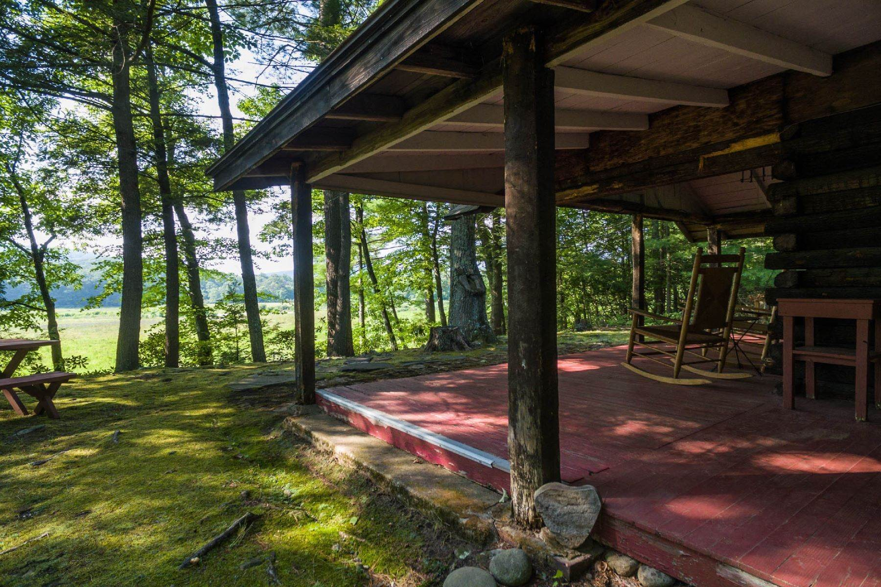 27. Single Family Homes for Sale at Panoramic Views of the Catskill High Peaks 14 Honk Lake Road N Napanoch, New York 12458 United States