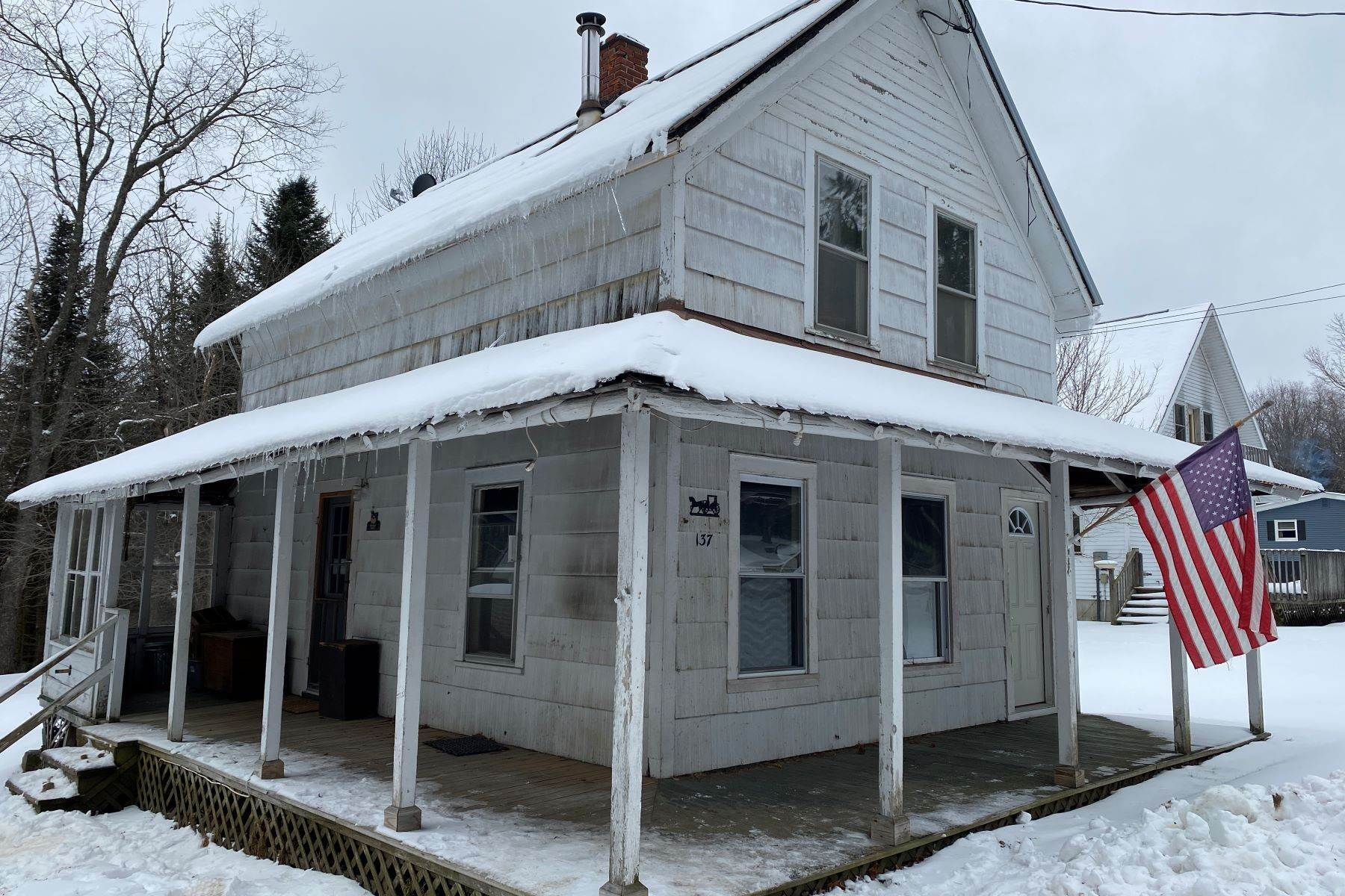 Single Family Homes für Verkauf beim Affordable Year Round Home in Blue Mountain Lake 175 Durant Road, 175 County Road 19 Blue Mountain Lake, New York 12812 Vereinigte Staaten