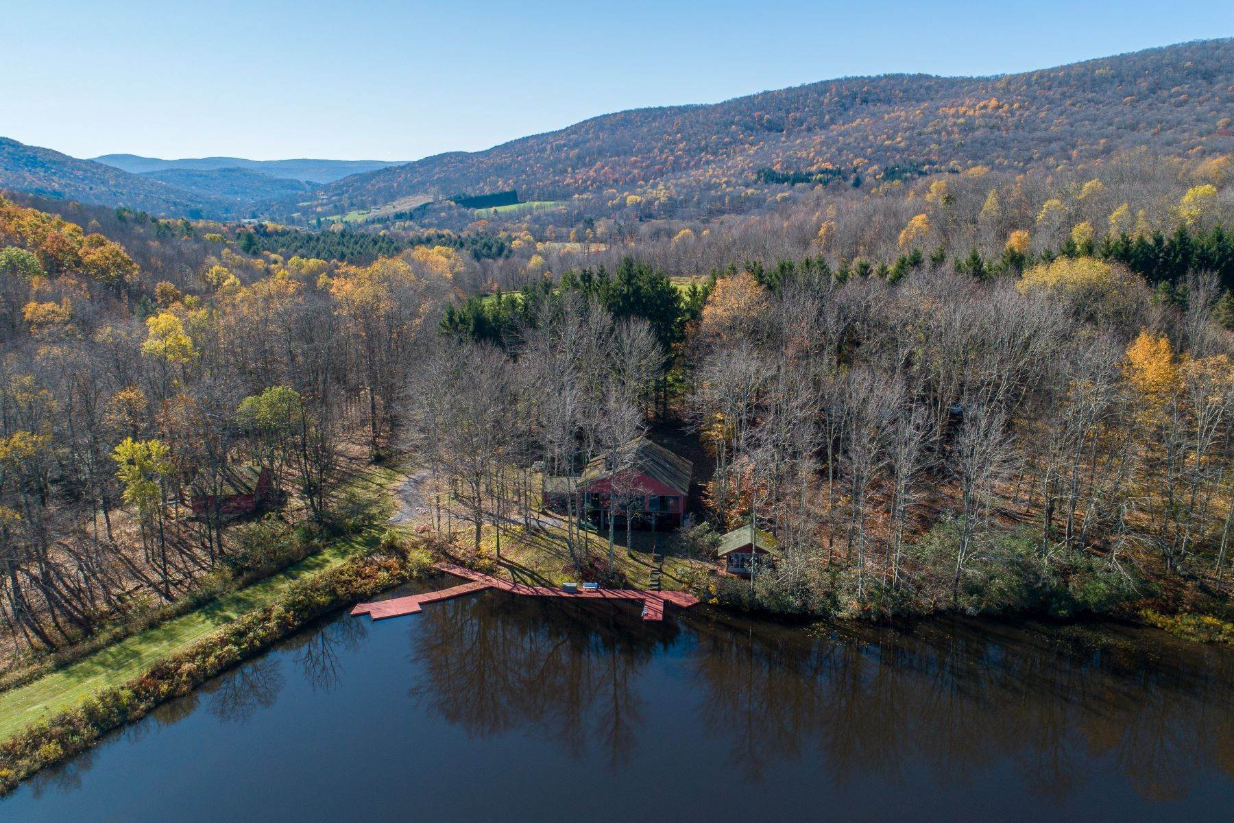 Single Family Homes per Vendita alle ore Realty Exceeds the Dreams on 17 Acre Private Lake 444 Skunk Hollow Road, Off Fall Clove Rd Andes, New York 13731 Stati Uniti