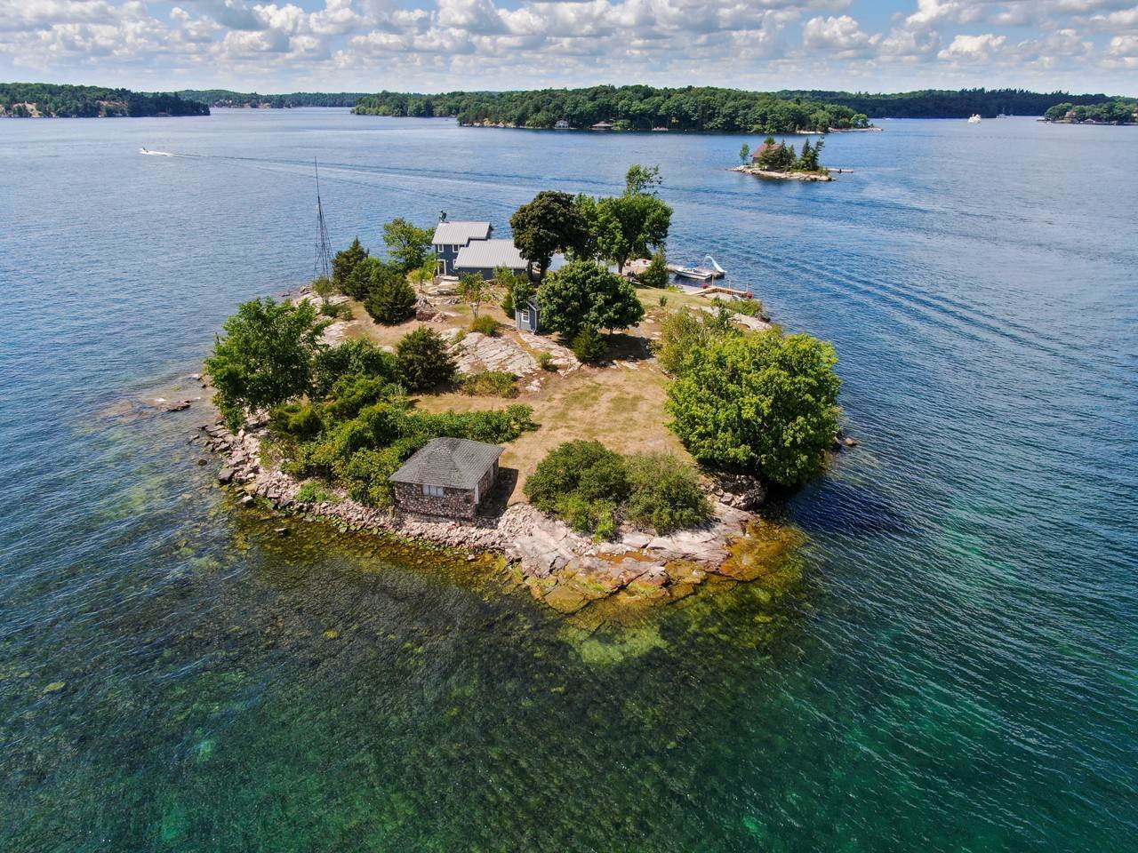 Private Islands vì Bán tại Woronoco Island in the 1000 Islands 41884 Woronoco Island Clayton, New York 13624 Hoa Kỳ