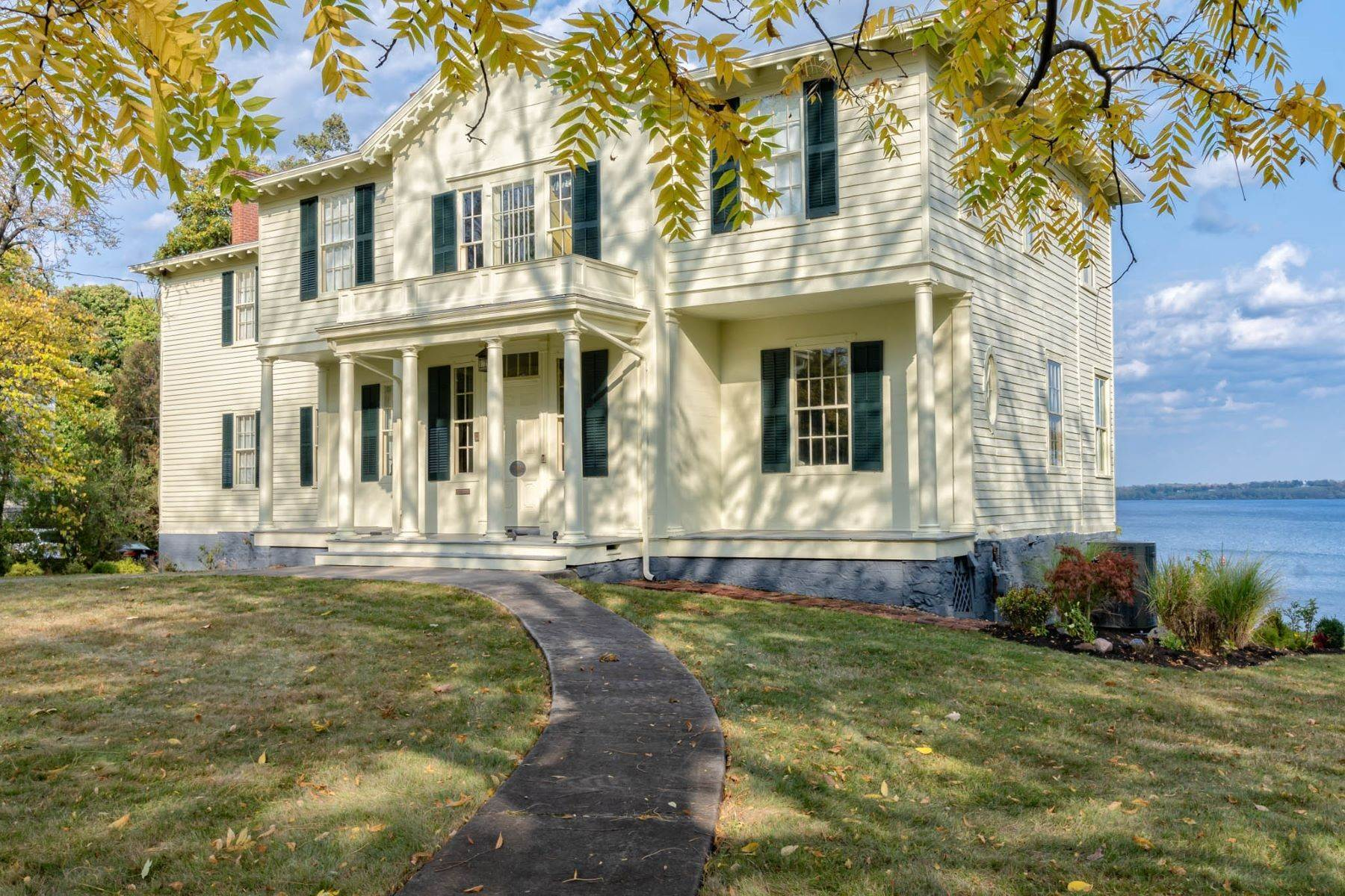 Single Family Homes vì Bán tại Eclectic Colonial on Seneca Lake 789 South Main Street Geneva, New York 14456 Hoa K?