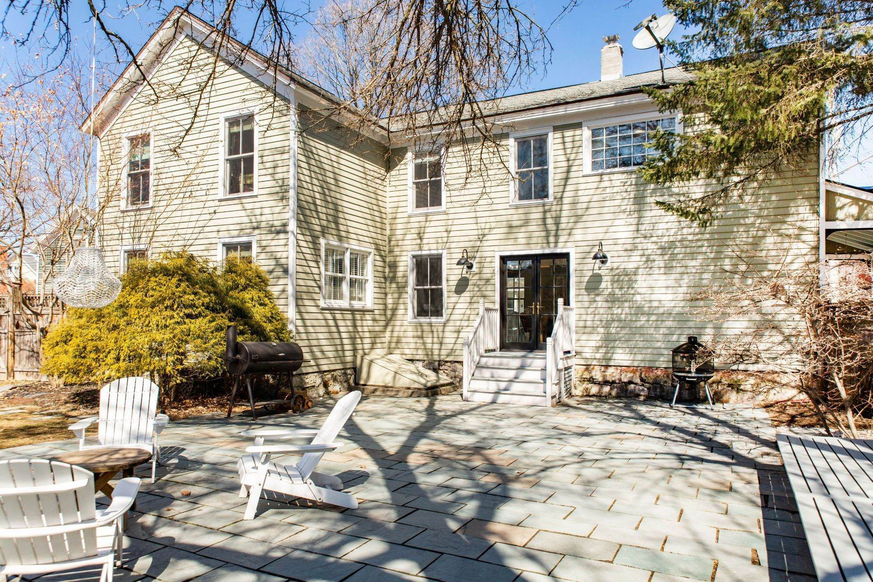 31. Single Family Homes for Sale at Two Story Home Minutes to Downtown Saratoga Springs 235 Nelson Avenue Saratoga Springs, New York 12866 United States