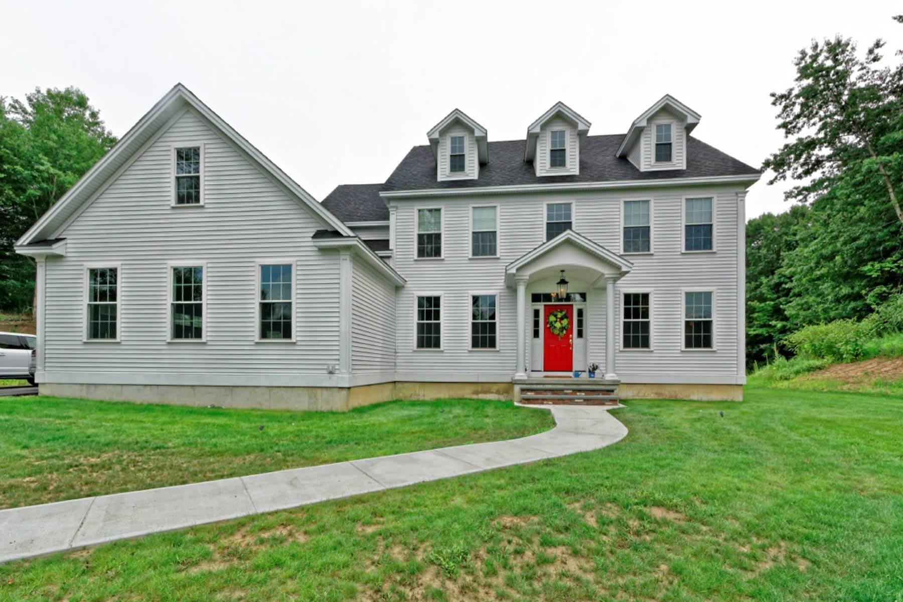 Single Family Homes для того Продажа на Build Your Dream Home in Schuyler Hills! 216 Patriot Hill Dr, Lot 12 Saratoga Springs, Нью-Йорк 12866 Соединенные Штаты