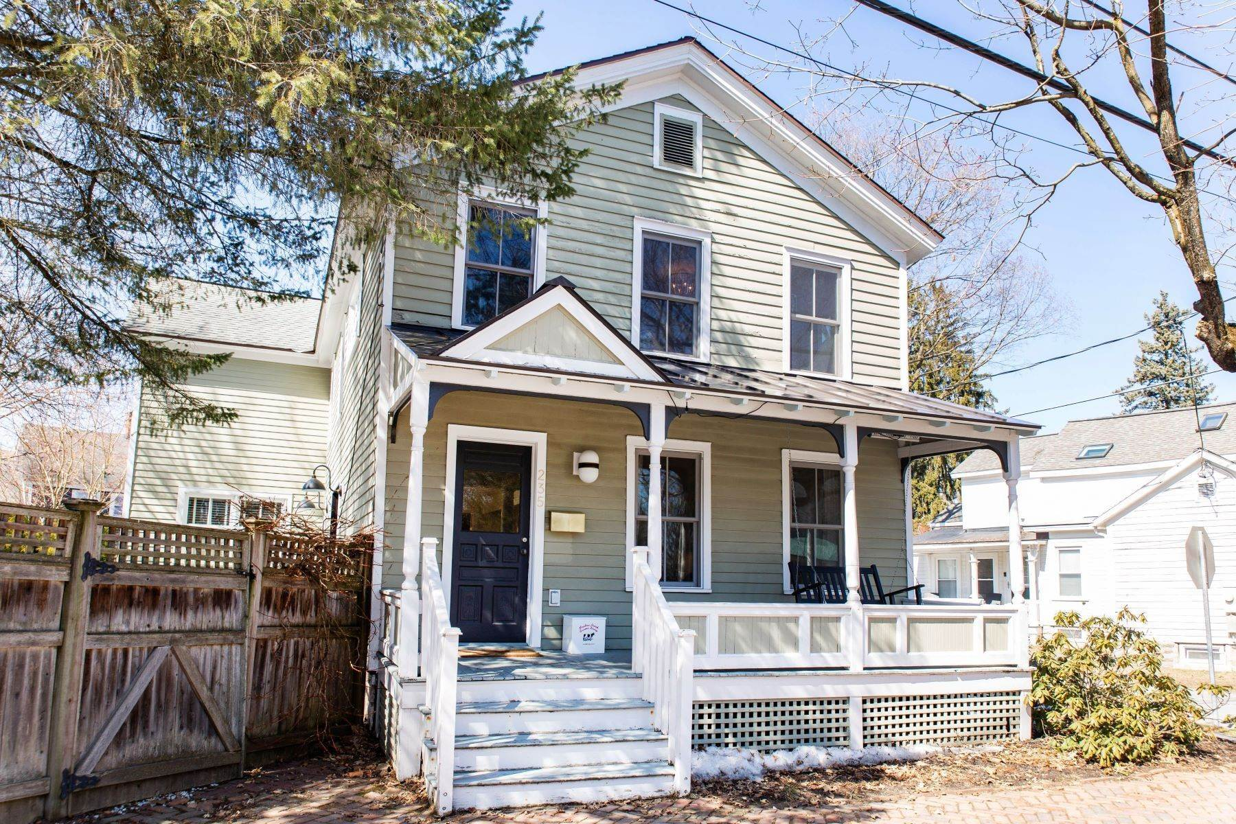 33. Single Family Homes for Sale at Two Story Home Minutes to Downtown Saratoga Springs 235 Nelson Avenue Saratoga Springs, New York 12866 United States
