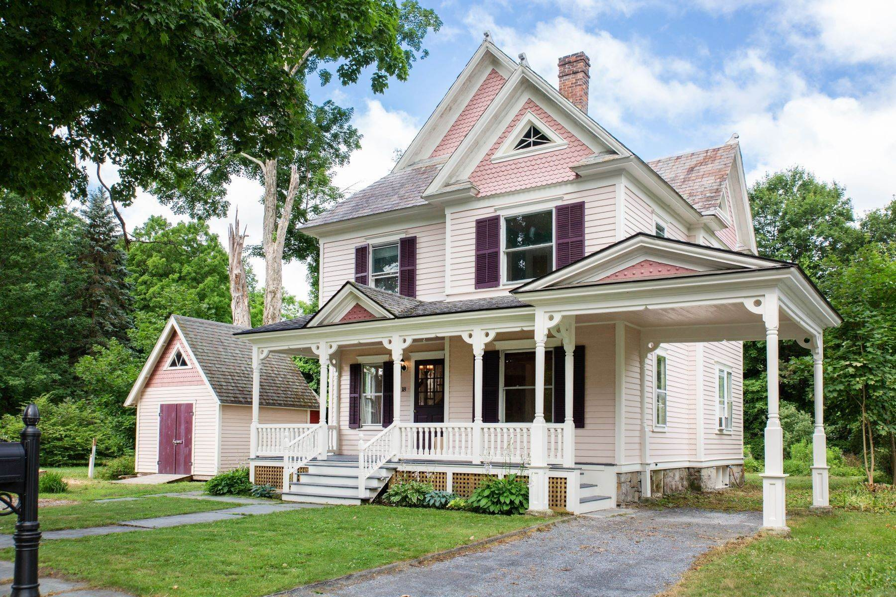 Single Family Homes per Vendita alle ore Gracious Queen Anne Victorian Home 18 Gilmore Avenue Cambridge, New York 12816 Stati Uniti