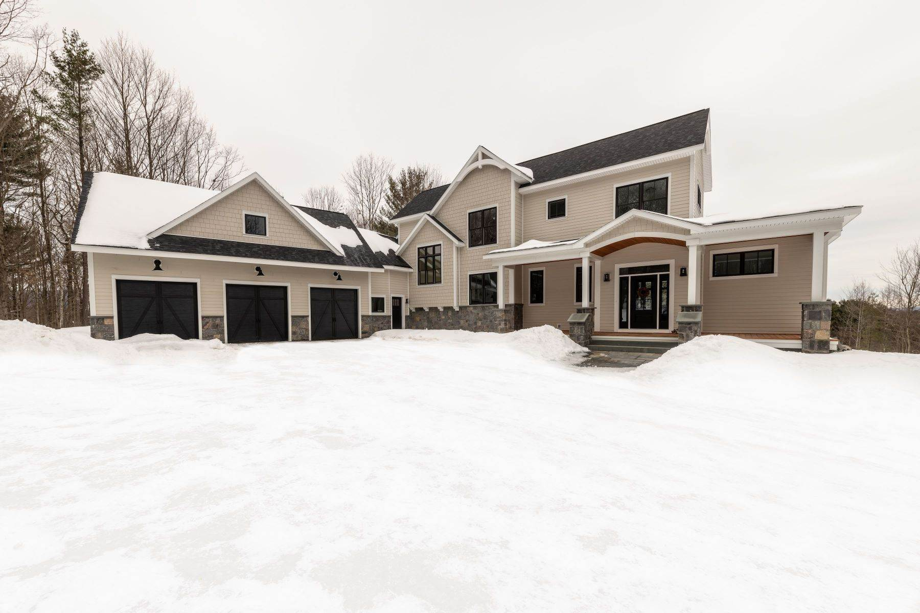 Single Family Homes per Vendita alle ore Custom Built Home Minutes From Downtown Saratoga Springs 37 Walker Drive Greenfield Center, New York 12833 Stati Uniti