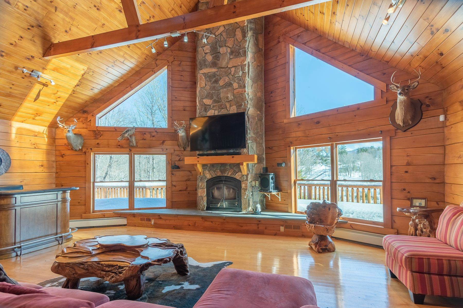 10. Single Family Homes for Sale at Timeless Luxury Yellow Pines Log Cabin 241 Campbell Road Windham, New York 12496 United States